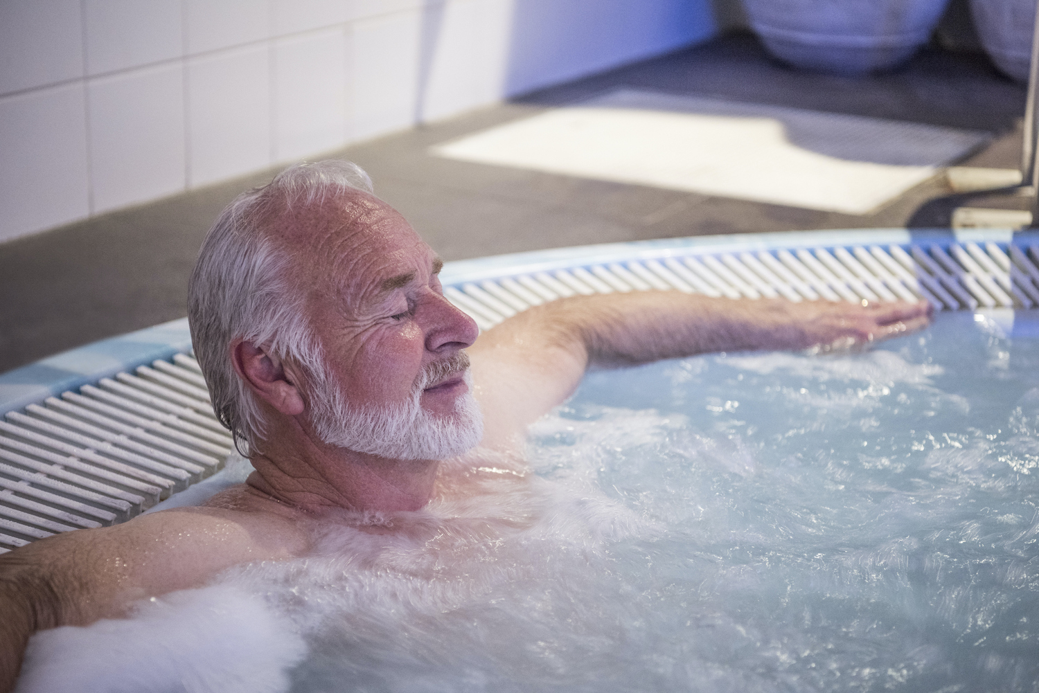 10 ways a hot tub can improve your physical health
