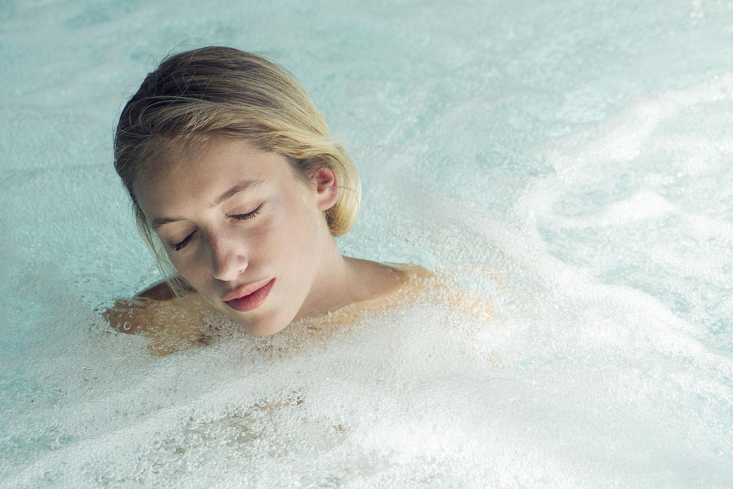 5 ways a hot tub can improve your mental wellbeing